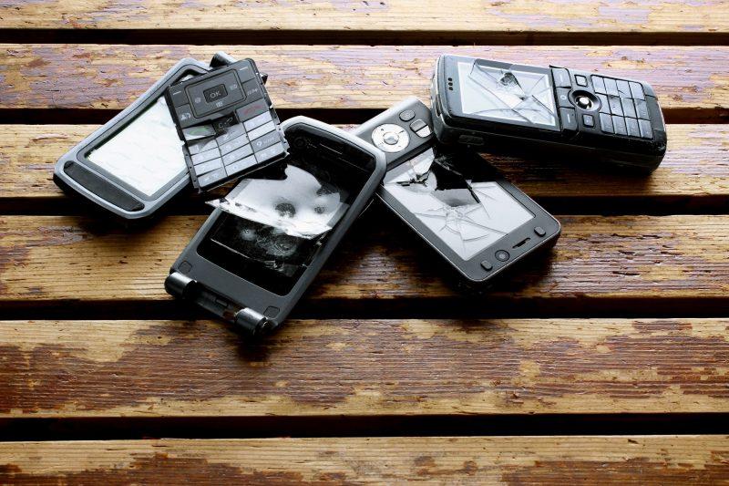 Téléphones portables cassés